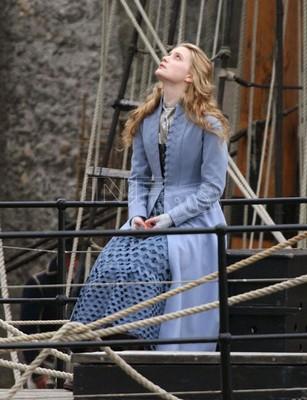 Mia wasikowska alice in wonderland dress