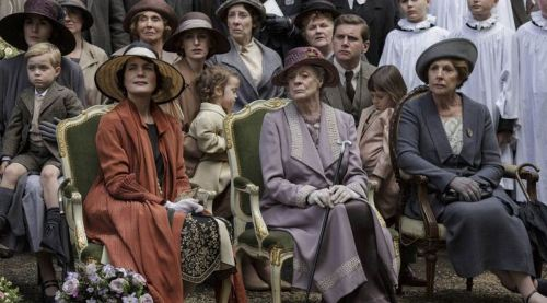 EMBARGOED_UNTIL_3RD_NOVEMBER_DOWNTON_EP8_64.jpg