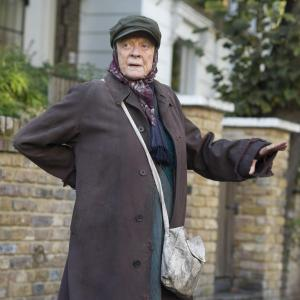 Maggie Smith finds every laugh and every tear in The Lady in the Van. </e