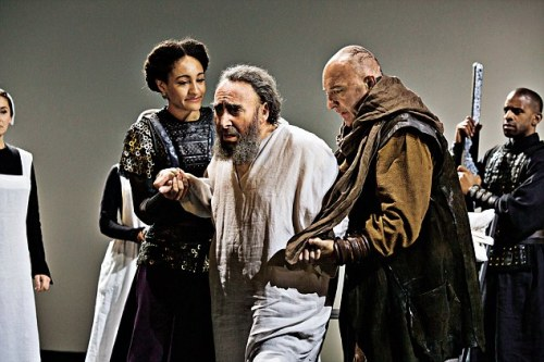 3820693600000578-3782254-anthony_sher_as_lear_with_natalie_simpson_as_cordelia_and_anthonybyrneaskent